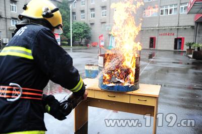 可乐灭火实验.JPG