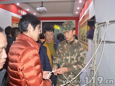 贵州册亨重点单位员工走进消防教育馆参观体验3.jpg
